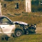 Accident: S-au alergat cu mașinile chiar în curtea Liceului Tehnologic, din Dragalina – VIDEO