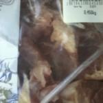 Un locuitor din Sohatu pune supermarketul MegaImage pe jar: Carne stricată cu termen de valabilitate corect / Video