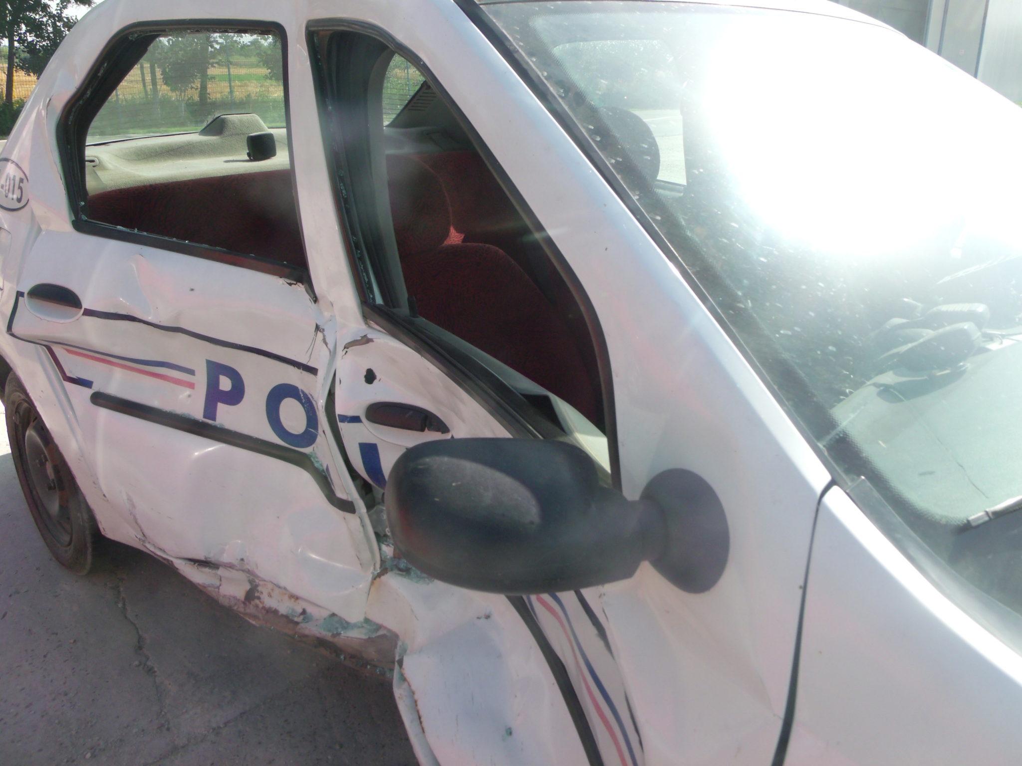 Accident: O mașină de poliție s-a ciocnit cu o mașină a pompierilor